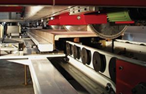 Crosscut saw blades automatically setup for cut length