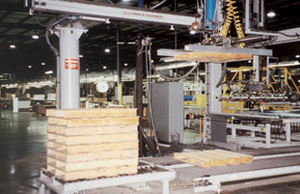 Automatic pallet feeder/stacker